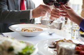 Luật ngầm nơi bàn ăn