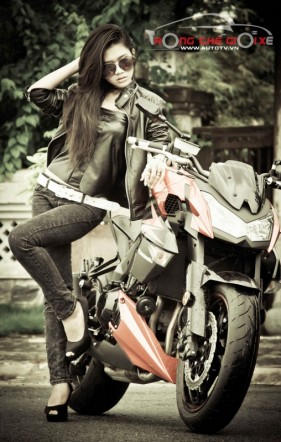 Nguoi dep Rainie Nguyen ca tinh voi Kawasaki Z1000