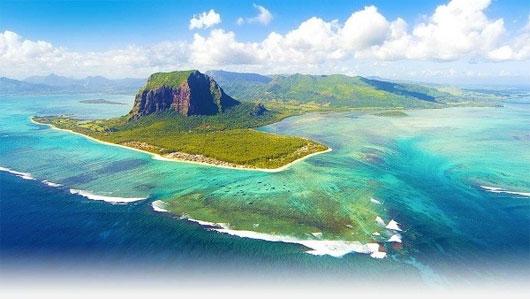 """Vẻ đẹp kì diệu: """"thác nước dưới biển"""" tại đảo Mauritius"""