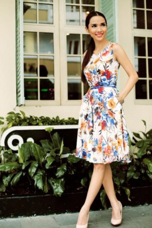 Kim Cương mix váy họa tiết trẻ trung