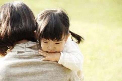 Tâm sự tận đáy lòng của một bà mẹ khi xem clip bé bị bạo hành