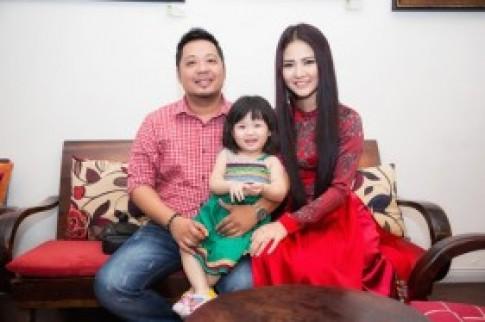 Áo dài Trần Thị Quỳnh tại Mrs. World bán được 100 triệu đồng