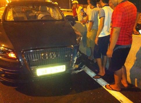 Audi Q5 dính tai nạn đầu tiên trên cầu vượt sông dài nhất VN