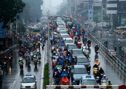 Cách đi xe máy an toàn trời mưa bão