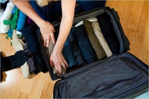 Cách xếp vali mang được nhiều đồ hơn khi đi du lịch