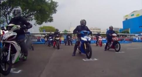 [Clip] Cận cảnh đua xe Yamaha Exciter trong sân.