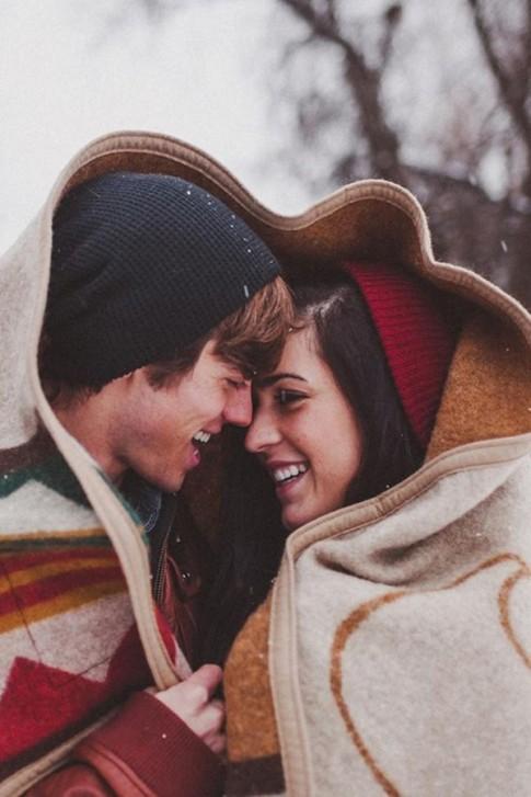 Có một tình yêu sẽ sưởi ấm con tim em khi mùa đông về...