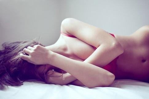 Đàn ông 'tám' gì về ngực?