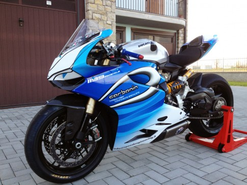 Ducati 1199 Panigale biển xanh vẫy gọi