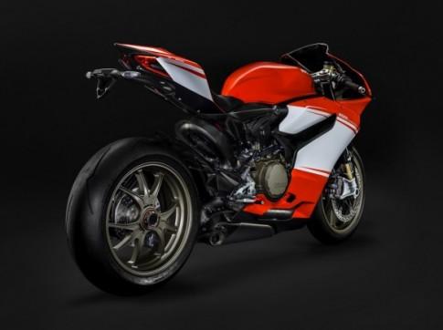 Ducati 1199 Panigale S khác gì so với bản Superleggera?