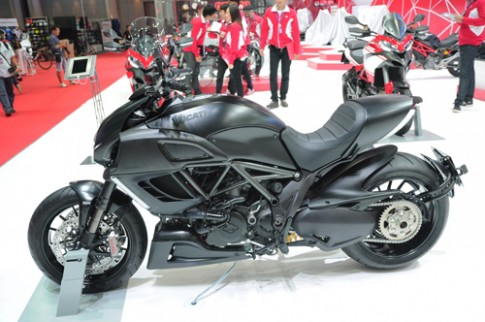 Ducati Diavel Dark 2014 Bí ẩn đến từ bóng đêm
