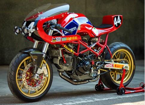 Ducati Monster M900 phong cách xe đua.
