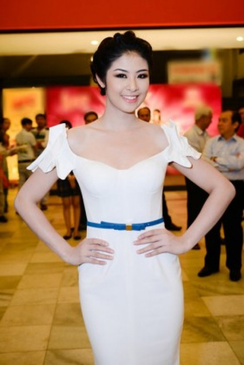 Hoa hậu Ngọc Hân xinh đẹp rạng rỡ bên Chi Bảo