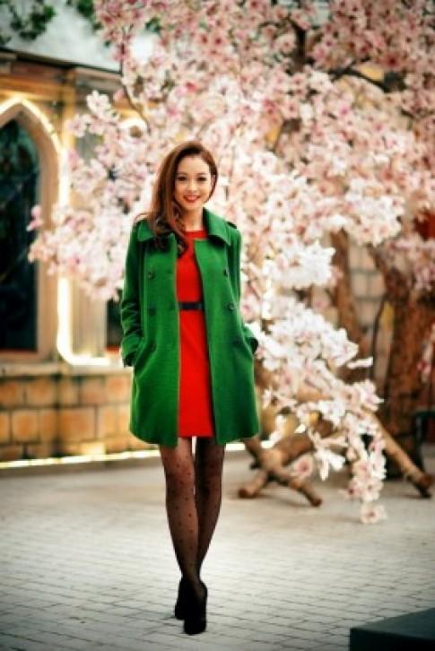 Jennifer Phạm rạng rỡ làm mẫu giữa mùa đông Hà Nội