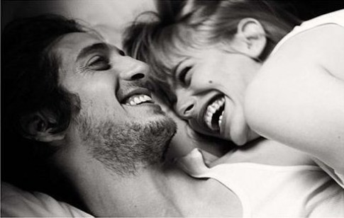 Khóc cũng sống mà cười cũng sống, sao không thể vui cho hết một đời?