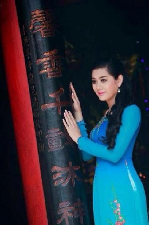 Lâm Chi Khanh đẹp dịu dàng với áo dài