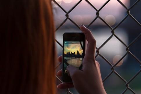 Làm sao để vừa quay phim vừa chụp ảnh trên iPhone?