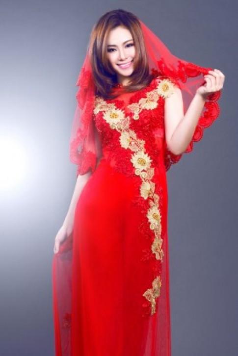 Lương Bích Hữu đẹp lạ với áo dài cô dâu