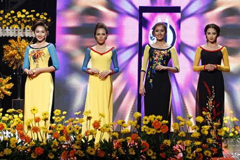 Mẫu Việt duyên dáng với áo dài thêu hoa