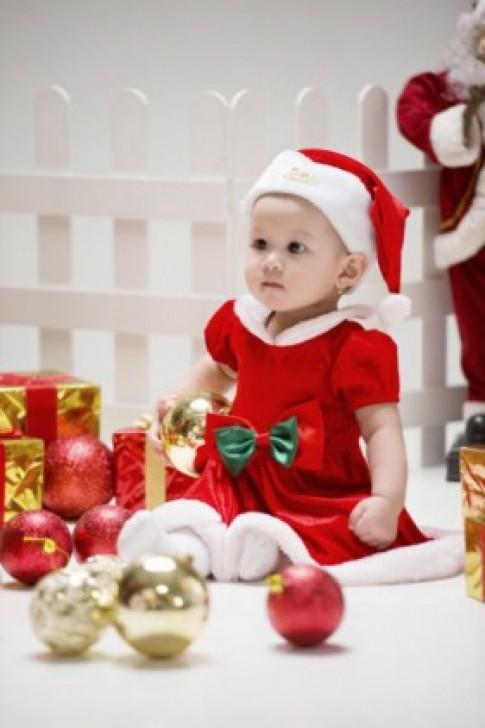 """Ngắm những """"ông, bà Noel"""" nhí siêu dễ thương"""