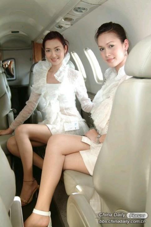 Ngắm vẻ xinh đẹp của các nữ tiếp viên hàng không trên toàn thế giới