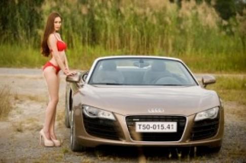 Người mẫu Việt sexy bên Audi R8 Spyder