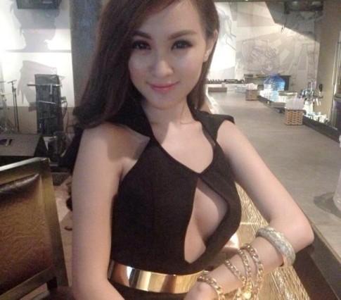Những bộ cánh thiếu vải của hot girl Việt
