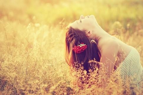 Ở một mình không phải là cô đơn... Nhớ một ai đó mới thực sự là cô đơn!