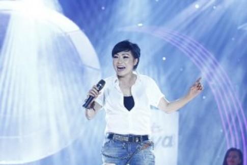 """Phương Thanh làm hỏng mic vì quá """"sung"""""""
