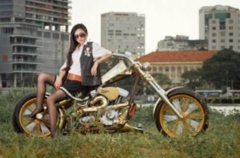 Rainie Nguyễn cá tính cùng Chopper độ