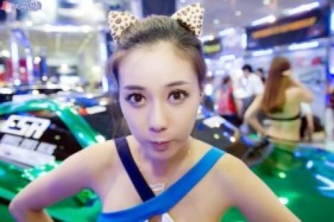 Rạng ngời kiều nữ triển lãm xe độ xứ Hàn