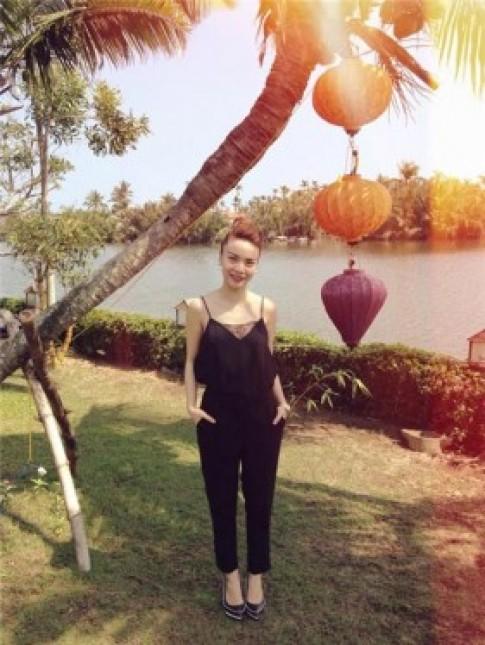 Sao Việt chống nóng bằng áo 2 dây sexy