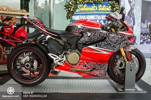 Siêu mô tô Ducati trang trí hoa văn độc đáo