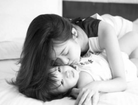 Soi phong cách thời trang đôi đáng yêu của cặp mẹ con hot girl Mi Vân