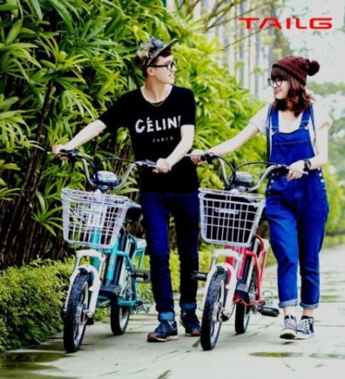 Teen Việt cực dễ thương bên cạnh xe đạp điện Hàn Quốc TAILG