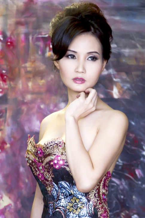 Trương Mạn Ngọc Việt Nam sexy khoe vai trần