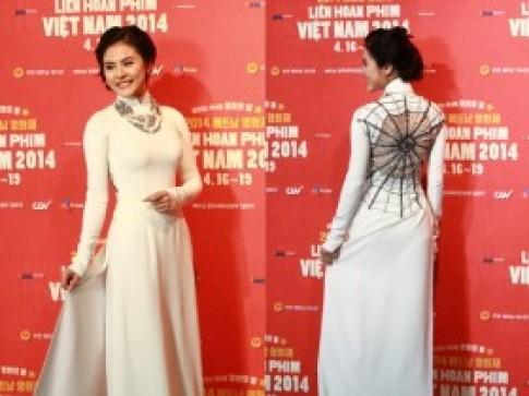 Vân Trang diện áo dài 'lưng nhện' ở Seoul