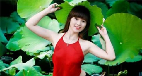 Vẻ đẹp của 4 hot girl Ngoại Thương khiến dân mạng mê mẩn