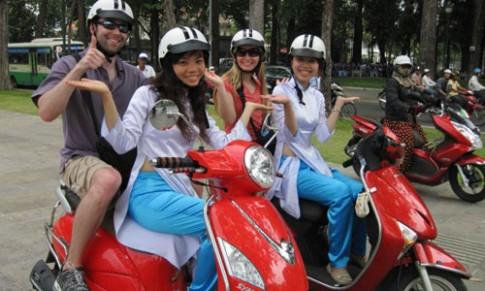 Xe ôm áo dài tại Việt Nam