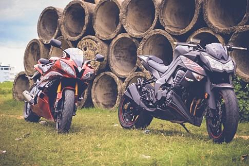 Yamaha R6 vs Kawasaki Z1000