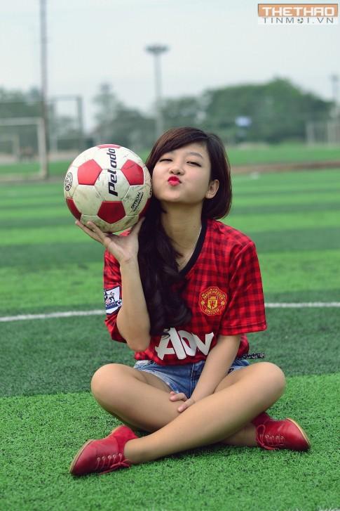 6 điều tuyệt vời có được nhờ em với anh chia sẻ tình yêu với bóng đá!