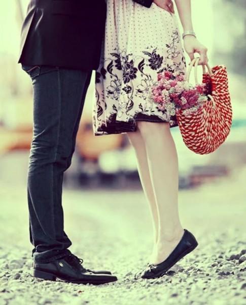 """9 ưu điểm của cô nàng """"chân ngắn"""" khiến các chàng trai yêu thích"""