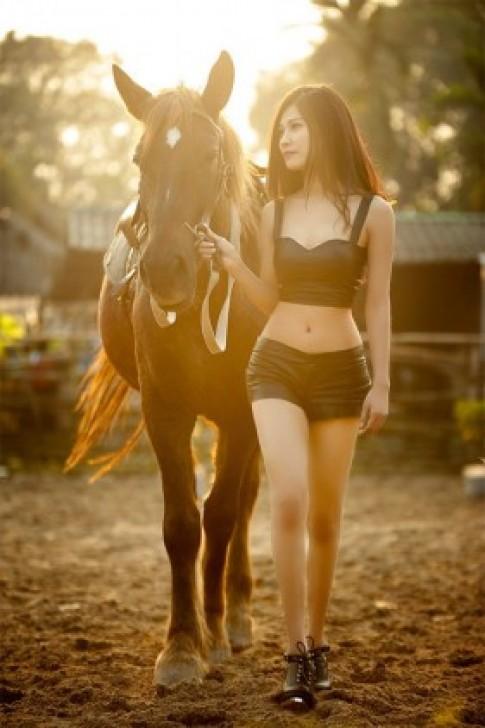 9x Yến Châu khoe giáng bên ngựa đẹp nhất 2014