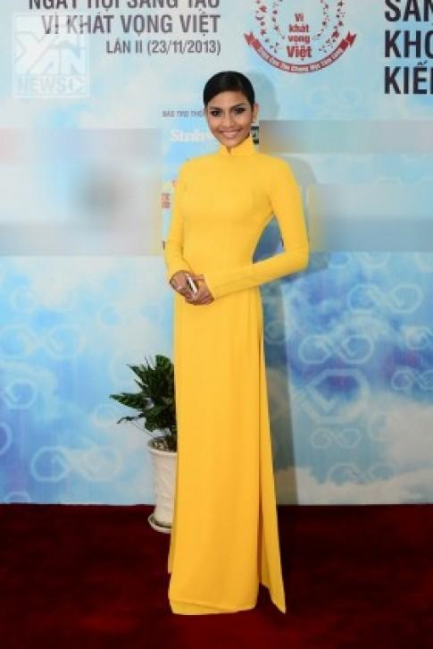 Á hậu Trương Thị May giản dị với áo dài vàng rực