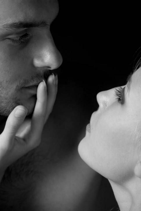 Bạn yêu nhắm mắt hay yêu mở mắt?