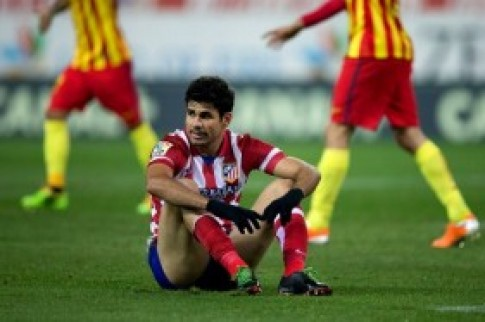 Barca vô địch lượt đi sau trận hòa trên sân của Atletico