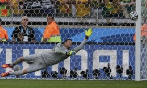 Brazil vào tứ kết sau loạt đá luân lưu cân não