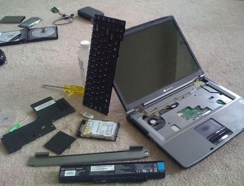 """""""cấp cứu"""" khẩn cấp laptop khi dính nước"""