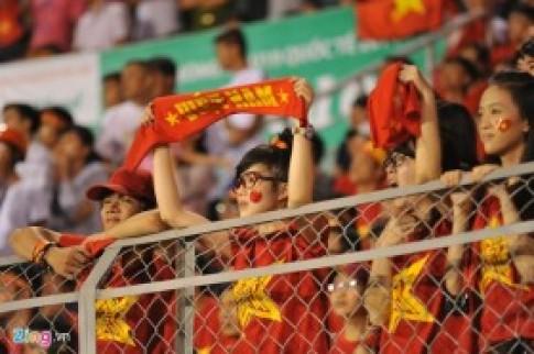 CĐV chết lặng khi U19 Việt Nam thua đậm