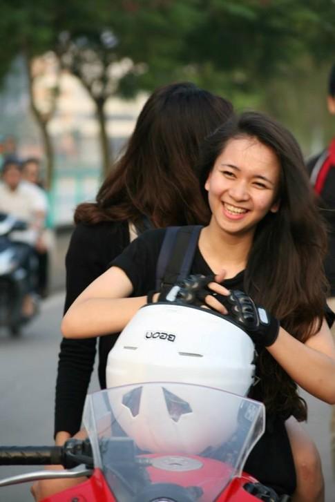 Chip Bom nữ biker 9x với tình yêu dành cho xe côn tay